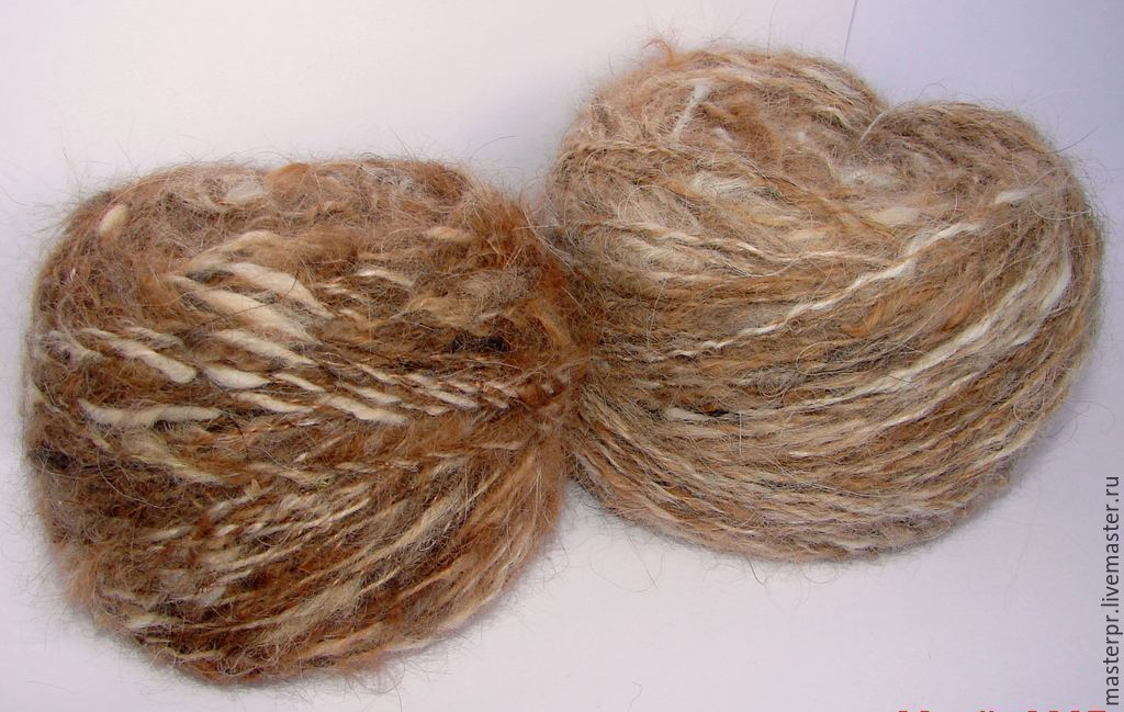 Yarn `Fluffy Сторож120м100гр` manual spinning fluffy .  The thickness of the thread – 120метров\100грам .  The yarn is washed ,spun and is located in the coils.  Yarn down .The product will be much