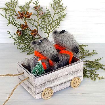 Куклы и игрушки. Ярмарка Мастеров - ручная работа Мышки (Мышь вязаная, символ 2020 года, подарок). Handmade.