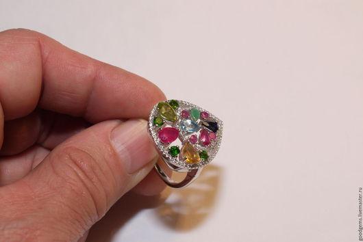 Кольца ручной работы. Ярмарка Мастеров - ручная работа. Купить серебряное кольцо с рубином, сапфиром  и топазом. Handmade. Комбинированный, изумруд