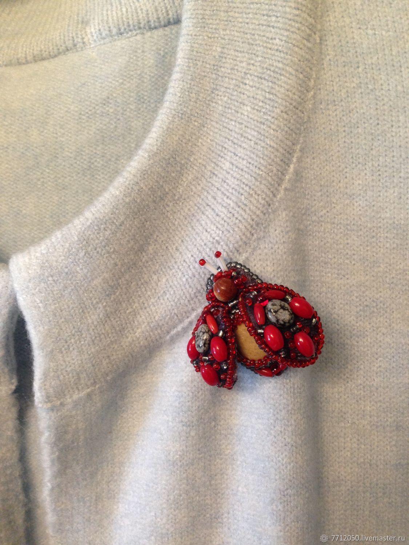 небольшая брошь мотылек на бархате с бисером поделочными камнями купить подарок подруге сестре коллеге маленькая брошь бабочка насекомые брошка красивое украшение брошь