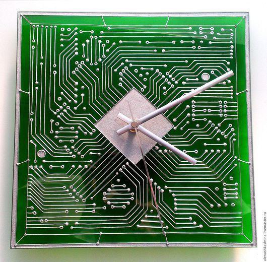 """Часы для дома ручной работы. Ярмарка Мастеров - ручная работа. Купить Часы настенные """"Микросхема"""". Handmade. Часы, Роспись по стеклу"""