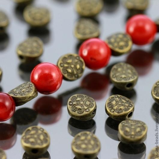 Бусины металлические Таблеточки литые формы диск диаметром 6 мм с этническим орнаментом и покрытием античная бронза\r\nПример сочетания с бусинами диаметром 8 мм
