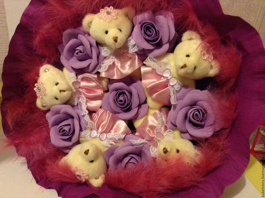 """Праздничная атрибутика ручной работы. Ярмарка Мастеров - ручная работа. Купить Букет из игрушек """"Мишки в лиловых розах"""". Handmade. Комбинированный"""