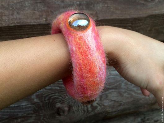 Браслеты ручной работы. Ярмарка Мастеров - ручная работа. Купить Валяный браслет коралловый меланж. Handmade. Коралловый, валяное украшение