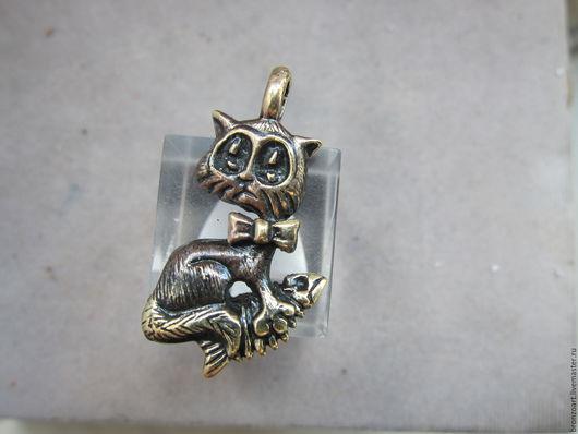 """Кулоны, подвески ручной работы. Ярмарка Мастеров - ручная работа. Купить Подвеска """"Кот с рыбкой"""". Handmade. Кот, кошка, котенок"""