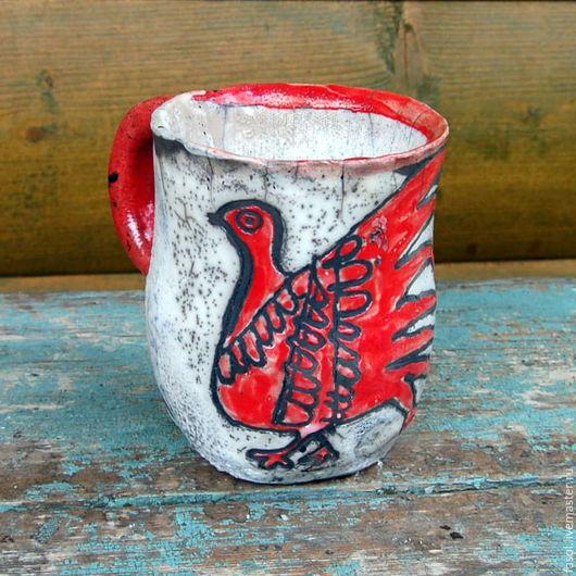 Кружки и чашки ручной работы. Ярмарка Мастеров - ручная работа. Купить Чашка керамическая раку  Красная птица. Handmade. Белый