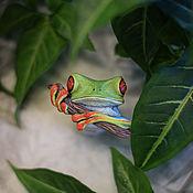 Брошь-булавка ручной работы. Ярмарка Мастеров - ручная работа Броши: Древесная лягушка. Handmade.