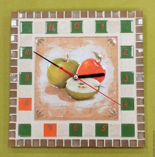"""Часы для дома ручной работы. Ярмарка Мастеров - ручная работа. Купить Часы с мозаикой """"Яблоки"""". Handmade. Часы для загородного дома"""