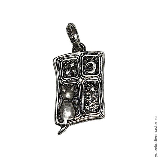 В комплект к кулону вы можете купить серьги, кольцо и брошку :)
