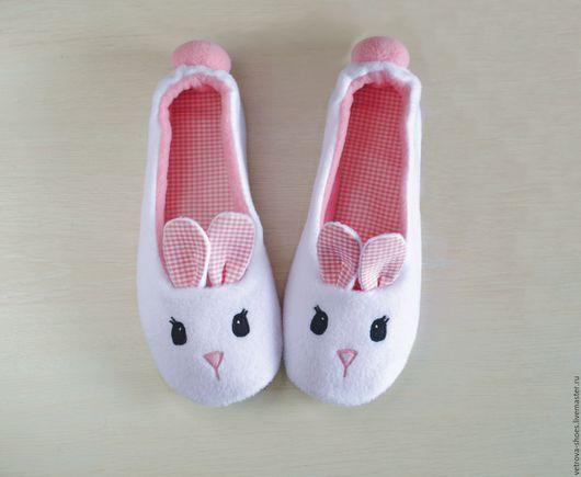 Обувь ручной работы. Ярмарка Мастеров - ручная работа. Купить Тапочки-зайки. Handmade. Белый, зайчик, Тапочки ручной работы