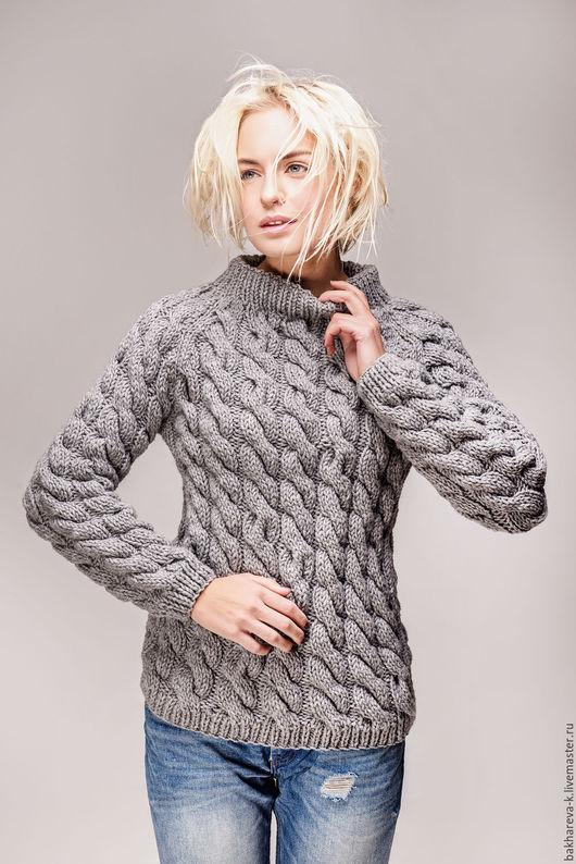 Серый свитер продан, фото представлено для примера