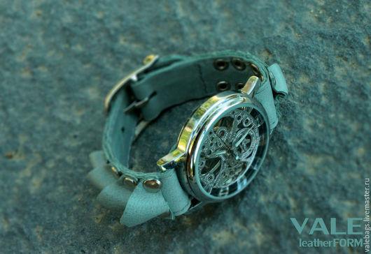 Часы наручные женские на браслете из натуральной кожи мятный цвет.