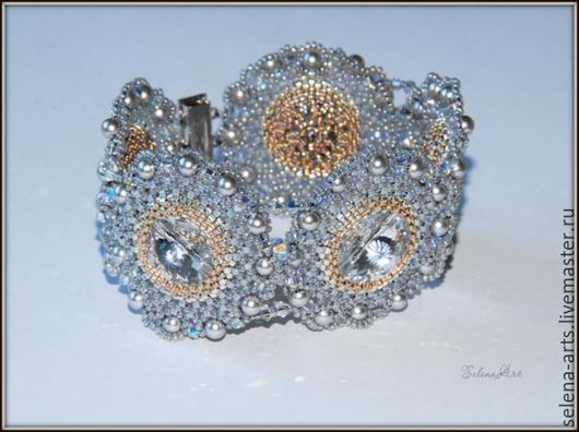 Браслеты ручной работы. Ярмарка Мастеров - ручная работа. Купить Браслет ручной работы с кристаллами  и жемчугом  Сваровскиаро. Handmade.