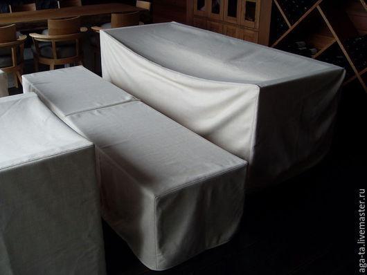 Чехлы для хранения мебели. Выполнены их мягкой мебельной рогожки.