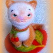 Куклы и игрушки ручной работы. Ярмарка Мастеров - ручная работа котенок войлочный Вишенка. Handmade.