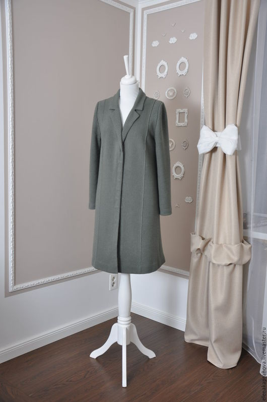 Весеннее пальто ручной работы.  Подкладка - шелк, вискоза. Застежка - металлические крючки.