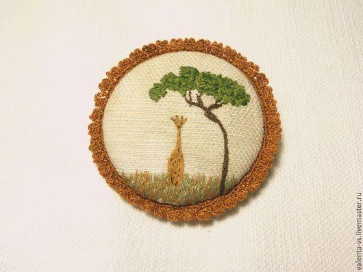 """Броши ручной работы. Ярмарка Мастеров - ручная работа. Купить Брошь с ручной вышивкой """"Жираф под деревом"""". Handmade. Белый"""