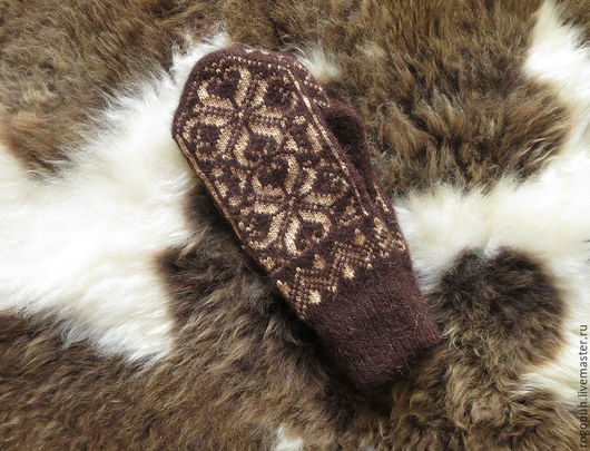 Варежки, митенки, перчатки ручной работы. Ярмарка Мастеров - ручная работа. Купить Варежки из овечьей шерсти с орнаментом. Handmade. Серый