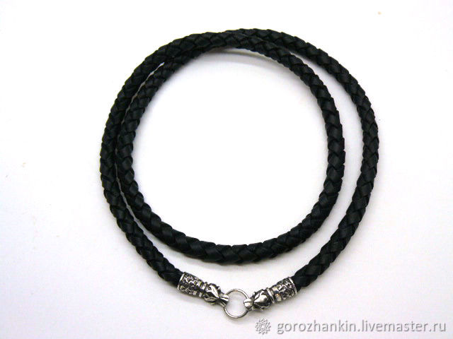 Choker, cord around the neck thickness of 8 mm braided leather with end cap and lock in the form of a wolf's head-a pair of wolves holding a ring through the mouth, material925 silver, gold plating is