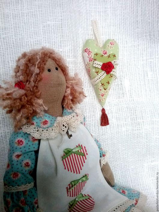 Интерьерная кукла тильда`Дарёна`. Украсит вашу комнату и согреет душу. Купить тильду в Москве. Подарок для девочки на день рождение, девушке, женщине на 8 марта, на новоселье. Оберег для ребёнка.