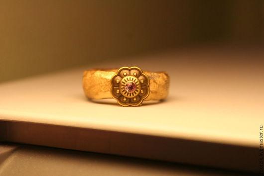Кольца ручной работы. Ярмарка Мастеров - ручная работа. Купить Золотое. Handmade. Подарок девушке, обрачальные кольца, кольцо из дерева
