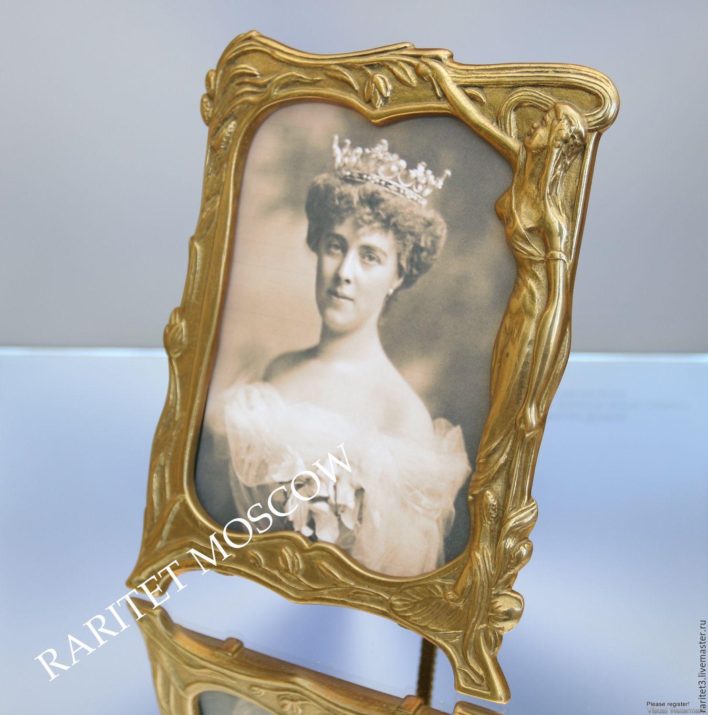 Бесплатно девушка прикрепила к зеркалу фото 12-769