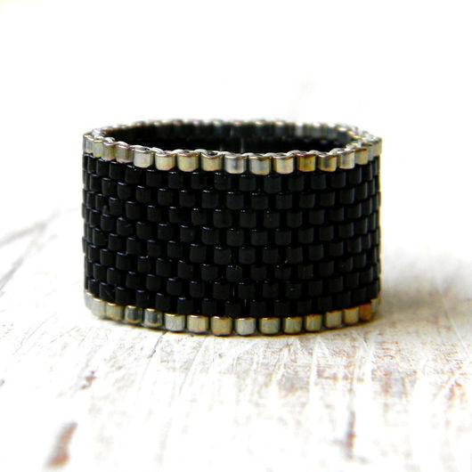 Кольца ручной работы. Ярмарка Мастеров - ручная работа. Купить Широкое черное кольцо из бисера Стильное кольцо черного цвета. Handmade.