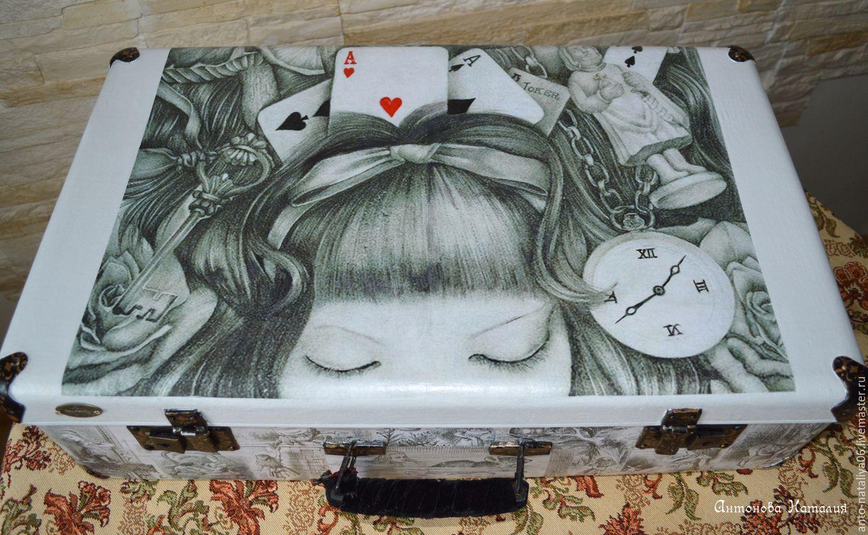 """Чемодан """"Приключения Алисы"""""""