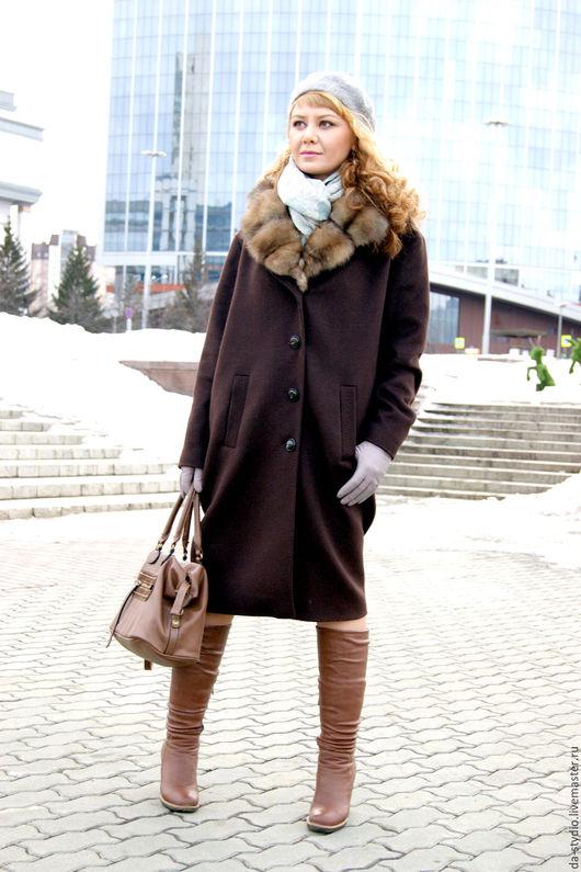 Пальто женское из кашемира цвета `горький шоколад` с воротником из меха соболя by Dmitriy PEHTASHEV_Studio Артикул: 28-01-16