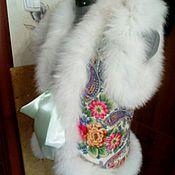 Жилетка из павлопасадского платка с меховой отделкой.