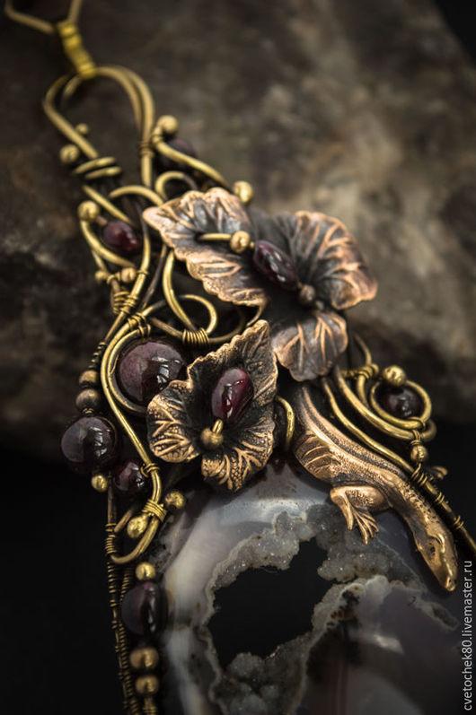 Кулоны, подвески ручной работы. Ярмарка Мастеров - ручная работа. Купить Медальон агат гранат, древесная малышка.. Handmade. для женщины