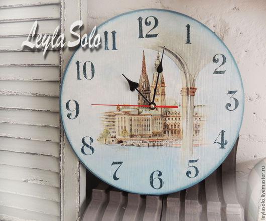 Часы декупаж пейзаж города у моря. Настенные часы.