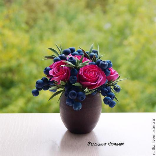 Интерьерные композиции ручной работы. Ярмарка Мастеров - ручная работа. Купить Букет с красными розами и ягодками. Handmade. Розы, декоклей
