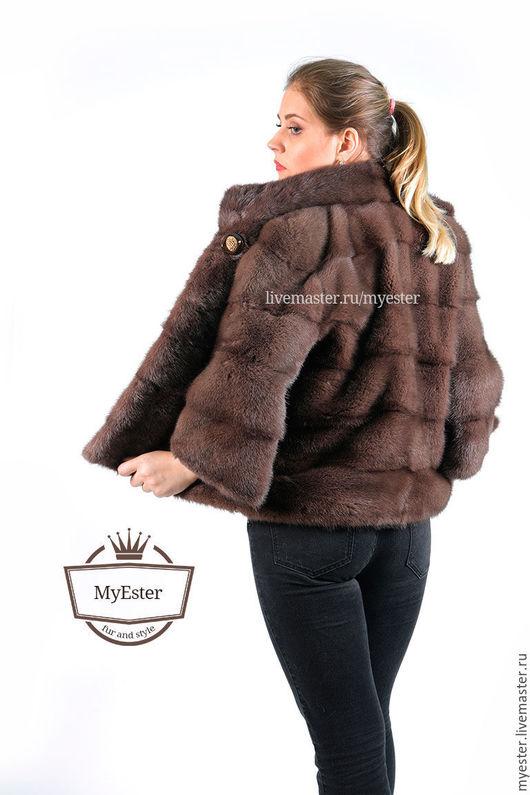 Изящная и молодежная короткая шуба из норки цвета орех, поперечка в длине 60 см, купить в Москве. Доступная цена и отличное качество