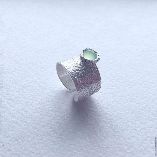 Кольца ручной работы. Ярмарка Мастеров - ручная работа. Купить Широкое текстурное кольцо из серебра 999 пробы с хризопразом. Handmade.