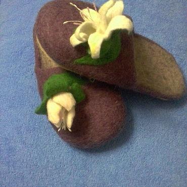 Обувь ручной работы. Ярмарка Мастеров - ручная работа Валяные тапочки с лилиями. Handmade.