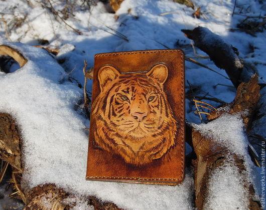 """Обложки ручной работы. Ярмарка Мастеров - ручная работа. Купить Обложка для паспорта """"Тигр"""". Handmade. Коричневый, на паспорт, обложка на загранпаспорт"""