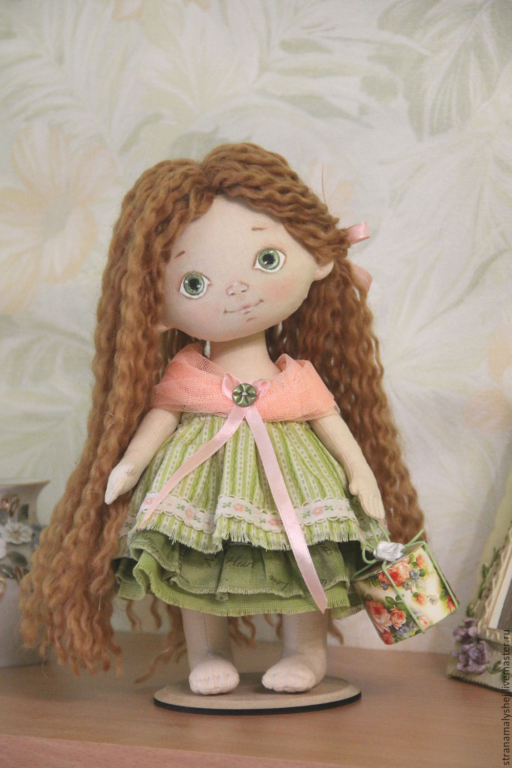 Collectible dolls, Handmade doll for home decor, doll for the soul, doll with gift box in head, shoeless