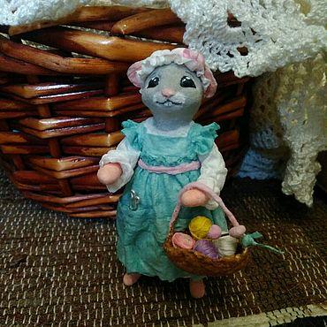 Куклы и игрушки ручной работы. Ярмарка Мастеров - ручная работа Ватная елочная игрушка Мышь-рукодедьница. Handmade.