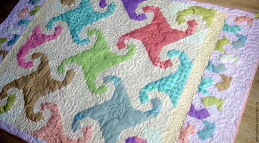 Пледы и одеяла ручной работы. Ярмарка Мастеров - ручная работа. Купить Лоскутное одеяло для девочки. Handmade. Комбинированный, бежевый, пастельное