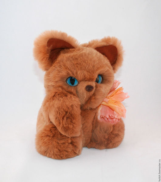 Куклы и игрушки ручной работы. Ярмарка Мастеров - ручная работа. Купить Киска игрушка из натурального меха с цветком из натурального шелка. Handmade.
