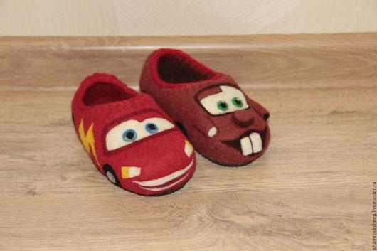 """Обувь ручной работы. Ярмарка Мастеров - ручная работа. Купить Детские тапочки """"Тачки"""" (Мэтр и Молния МакКуин). Handmade. Тапочки"""