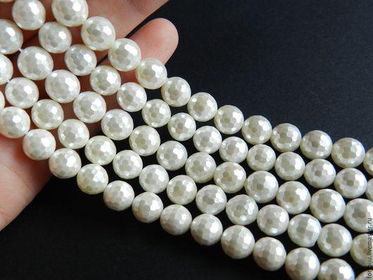 Жемчуг Shell Pearl (аналог майорки)  , белый, граненый, размер 8 мм, отверстие около 0,5 мм. Основа бусины изготовлена из прессованных ракушек, покрытие перламутр. (арт. 1920)