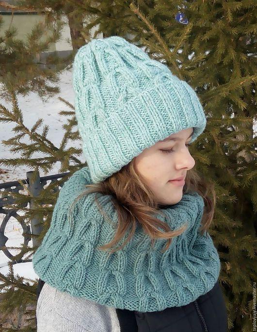 Тёплый и модный комплект- шапка и снуд. Оригинальный узор- `цепочкой`.