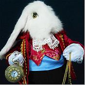 Куклы и игрушки ручной работы. Ярмарка Мастеров - ручная работа Белый кролик в красном.. Handmade.
