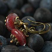 Украшения ручной работы. Ярмарка Мастеров - ручная работа Серьги Сангрия лэмпворк винный клюквенный латунь золотистый. Handmade.