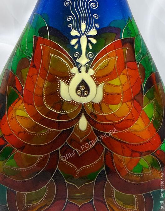 фрагмент бутылки с лотосом Будды крупно. Обе стороны примерно совпадают, рисую от руки, трафаретов не использую. Стилизованный цветок лотоса, на котором восседал Будда.