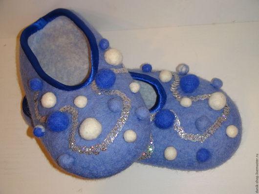 """Обувь ручной работы. Ярмарка Мастеров - ручная работа. Купить Тапочки валяные """"Снежные"""". Handmade. Синий, Тапочки ручной работы"""