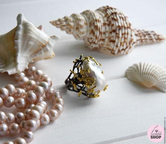 """Кольца ручной работы. Ярмарка Мастеров - ручная работа. Купить Кольцо с жемчугом """"Coralline"""". Handmade. Белый, коралловый, уникальное украшение"""