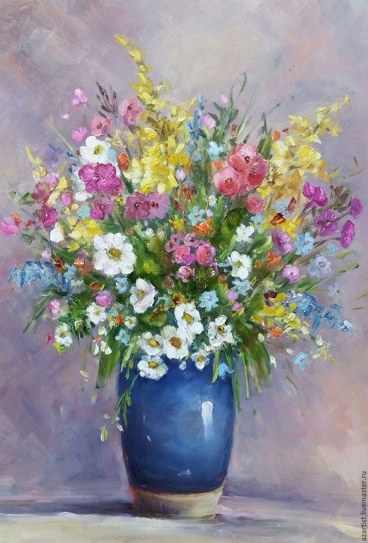 Летние цветы в голубой вазе